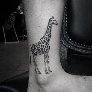 Giraffe. (via IG - lazerliz) #tinytattoo #smalltattoo #portrait #animal #blackandgrey #microanimal #lazerliz #giraffe