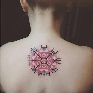 Pretty vegvisir tattoo by Agnieszka Rypinska #vegvisir #AgnieszkaRypinska #vikingcompass #viking #symbol #redink #mandala
