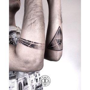 Pointillism by Bleck. #Bleck #pointillism #dotwork #blackwork #triangle #btattooing