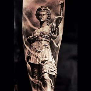 A depiction of Lady Justice from Oscar Akermo's body of work (IG—oscarakermo). #blackandgrey #LadyJustice #OscarAkermo #realism #statuesque #Themis