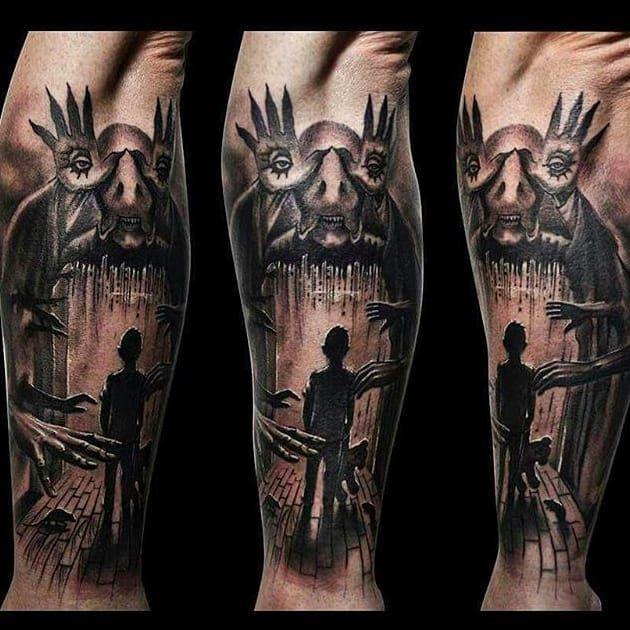 Trabalho feito por Benji Tattoos! #BenjiTattoos #PansLabyrinth #OLabirintoDoFauno #guillermodeltoto #movie #geed #nerd #cult #horror #blackandgrey #blackandgreytattoos #monster #panslabyrithmonster