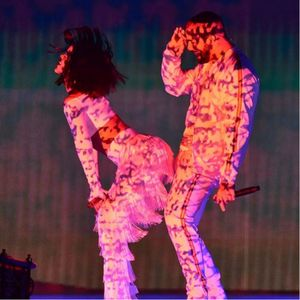 Drake loves grinding up on Rihanna. #Drake #Rihanna #DrakeandRihanna #Celebrities