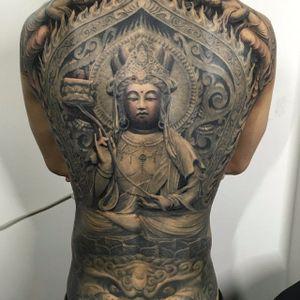 A statuesque depiction of Buddha by Heng Yue (IG—newassasin_tattoo). #blackandgrey #Buddha #HengYue #Japanese #largescale #realism