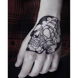 Maritime skull by Helen Hitori #blackwork #skull #maritime #HelenHitori