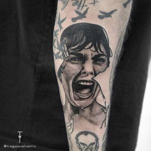 Marion Crane's famous scream in the shower, Alfred Hitchcock tattoo by Tiago Cavalcantis #TiagoCavalcantis #filmdirectorstattoo #Hitchcocktattoos