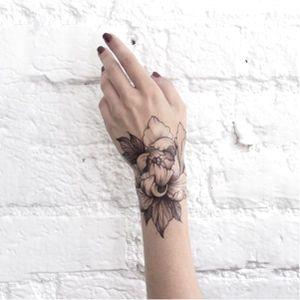 Delicate flower tattoo by Dasha Sumkina #dashasumkina #finelines #blackwork #dotwork #flower #floral