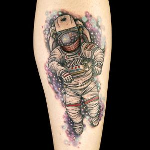 """An astounding astronaut by Gian Karle Cruze for Ink Master's """"Outer Space"""" challenge (IG—giankarle). #astronaut #GianKarleCruz #InkMaster #neotraditional"""