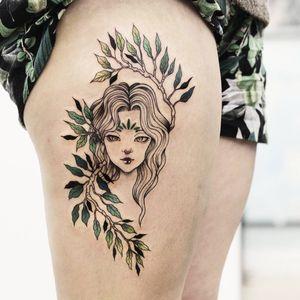 Lindíssima #LuizaDomingues #LoiZ #brazil #brasil #brazilianartist #TatuadorasDoBrasil #manga #oriental #pontilhismo #dotwork #woman #girl #mulher #garota #folha #leaf #galho #branch