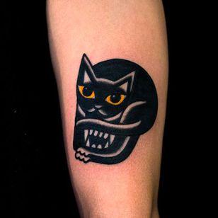 Two in One Cat and Vampire Tattoo by Woo @Woo_Tattooer #WooTattooer #Seoul #Korea #TwoinOneTattoo #OpticalIllusion #OpticalIllusionTattoo #Cat #Vampire