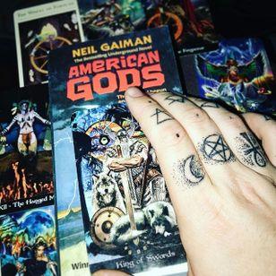 The cover of American Gods with some sweet finger bangers (via IG—mystic_dylan) #NeilGaiman #AmericanGods
