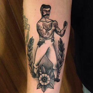 Insane looking vintage boxer tattoo done by Rafa Serrano. #RafaSerrano #LTWtattoo #blackwork #traditionaltattoo #boxer