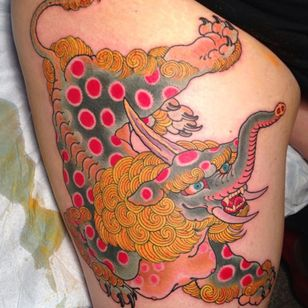 A vibrantly colored baku by Mike Rubendall (IG—mikerubendall). #baku #Irezumi #Japanese #MikeRubendall #traditional