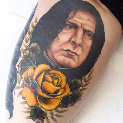 Snape por Ellis Arch! #EllisArch #HarryPotter #HarryPotterandthephilosophersstone #Snape #SeverusSnape #rose #rosa #flower #flor