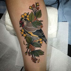 Neo traditional goldfinch tattoo by Lydia Hazelton. #neotraditional #bird #goldfinch #flowers #LydiaHazelton
