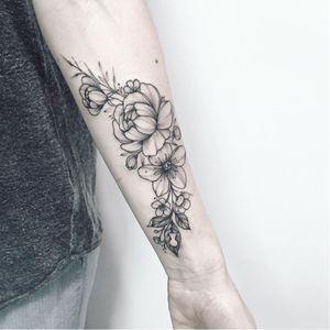 Sweet tattoo by Anna Bravo #AnnaBravo #flower #floral #botanical #monochrome