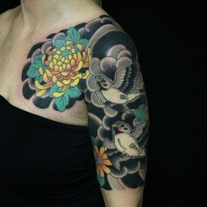 Beautiful half-sleeve by Horitou #Horitou #japanese #birds #bird #peony #flower #traditionaljapanese