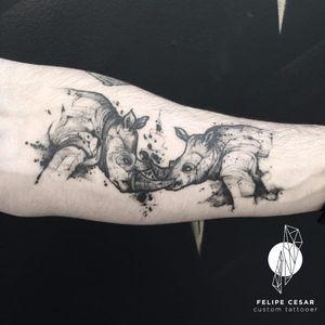 Por @felipecesar! #felipecesar #blackwork #TattooBrasil #rinoceronte #rhino #TatuadoresDoBrasil #brasil #portugues
