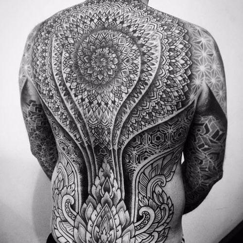 Tattoo by Alvaro Flores #patternwork #patternworktattoo #backpiece #backpiecetattoos #backtattoo #blackwork #blackworktattoo #AlvaroFlores