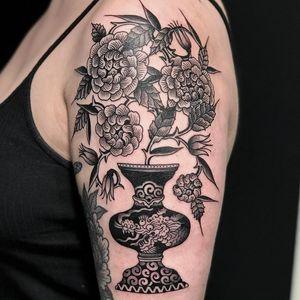 Flowers in dragon pot tattoo by El Dragon #ElDragon #planttattoos #blackandgrey #linework #flowers #plants #leaves #peony #nature #pattern #dots #dragon #Japanese #woodblockstyle #vase #mashup #tattoooftheday