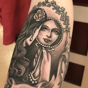 Tattoo by Tim Hendricks #TimHendricks #selftaughttattooartists #blackandgrey #portrait #mirror #reflection #lady #ladyhead #pearls #rose #beauty