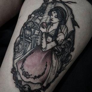 Blackwork tattoo by Felipe Kross. #FelipeKross #blackwork #dotwork #snowwhite #fairytale