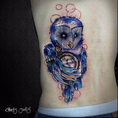 Coruja de Chris Santos. #ChrisSantos #aquarela #watercolor #coruja #owl #relogio #clock #tatuadoresdobrasil #DiaDoTatuador