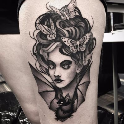 Por Kailee Love #KaileeLove #gringa #blackwork #blackandgrey #pretoecinza #woman #mulher #lady #morcego #bat #neotraditional #borboleta #butterfly