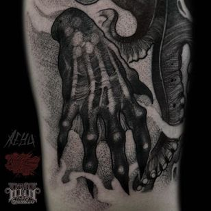 Hand Tattoo by Alex Underwood #hand #blackworkhand #creepyhandtattoo #blackwork #blackworktattoo #blackworktattoos #blacktattoos #blackink #blackworkartists #AlexUnderwood