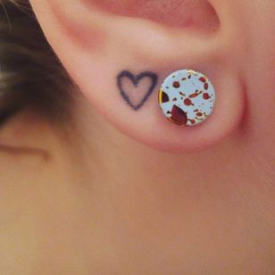 Ear lobe tattoo via Instagram @lady_lancer_lover #heart #micro #microtattoo #earlobe #earlobetattoo #minimalistic #minimalism