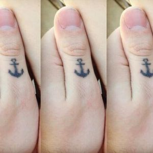 On his left, Michael has an anchor tattoo on his thumb. #band #5secondsofsummer #music #tattooedcelebrity #anchor #fingertattoo