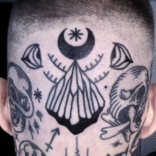 Insane looking fresh scalp tattoo by El Carlo. #ElCarlo #ElCarloTattoos #boldtattoos #surreal #crescent #scalp
