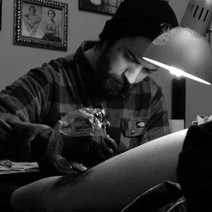 Daniel Teixeria at work (via IG-daniel_kickflip_tattooer) #surreal #dark #linework #flash #flashfriday #DanielTeixeira