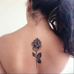#MatheusAlves #brasil #brazil #brazilianartist #tatuadoresdobrasil #blackwork #pontilhismo #dotwork #flor #flower #rosa #rose #folha #leaf