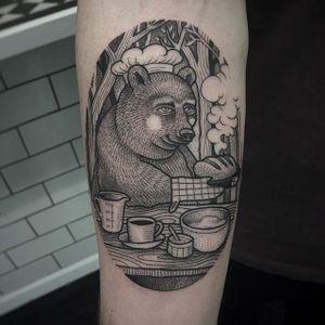 Baker Bear by Susanne König (via IG-suflanda) #illustrative #blackink #storybook #dotwork #linework #Suflanda