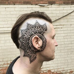 Blackwork Mandala Tattoo by James Armstrong #mandala #head #scalp #blackwork #blackink #blackworkhead #jobstopper #boldwillhold #JamesArmstrong