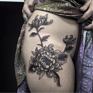 Flower tattoo by Andre Cast #AndreCast #blackwork #flower