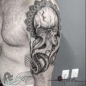 Caveira-polvo por Flavio Souza! #FlavioSouza #tatuadoresbrasileiros #blackwork #dotwork #pontilhismo #skull #skulltattoo #octopus #octopustattoo