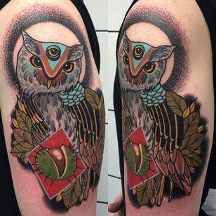 Owl Tattoo by Piotr Gie #NeoTraditional #NeoTraditionalArtist #NeoTraditionalTattoos #ModernTattoos #BoldTattoos #PiotrGie