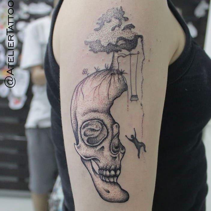 Tatuagem por Marcelo Ret! #MarceloRet #TatuadoresBrasileiros #TatuadoresdoBrasil #TattooBr #TattoodoBr #skull #dotwork #pontilhismo #caveira #crânio #man #homem #balanço #Tree #arvore #nature #natureza