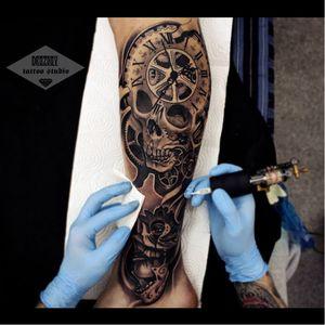 #skull #caveira #relogio #watch #pretoecinza #blackandgrey #VladimirDrozdov #brasil #brazil #portugues #portuguese