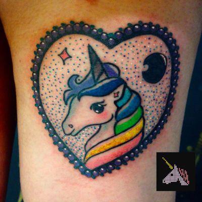 Por @TamyAntunes ! #TamyAntunes #TatuadorasBrasileiras #unicorn #unicorntattoo #unicornio #unicorniotattoo
