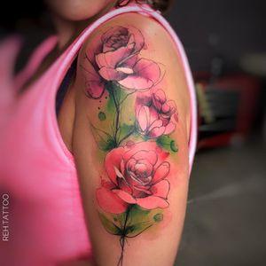 #RenataHenriques #RehTattoo #brasil #brazil #brazilianartist #TatuadorasDoBrasil #aquarela #watercolor #sketch #colorido #colorful #flor #flower #folha #leaf #rosa #rose
