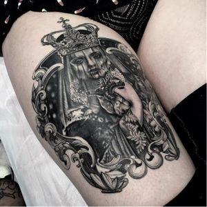 Dark queen tattoo by Jereminsky #Jereminsky #blackwork #monochrome #monochromatic #blackandgrey #realistic #filigree #queen #skull #anatomicalheart