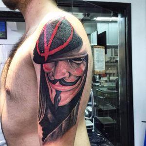 Feita por Eder Tattooart #EderTattooart #VdeVingança #VforVendetta #realistic #Brazilianartists #artistasbrasileiros #Brasil
