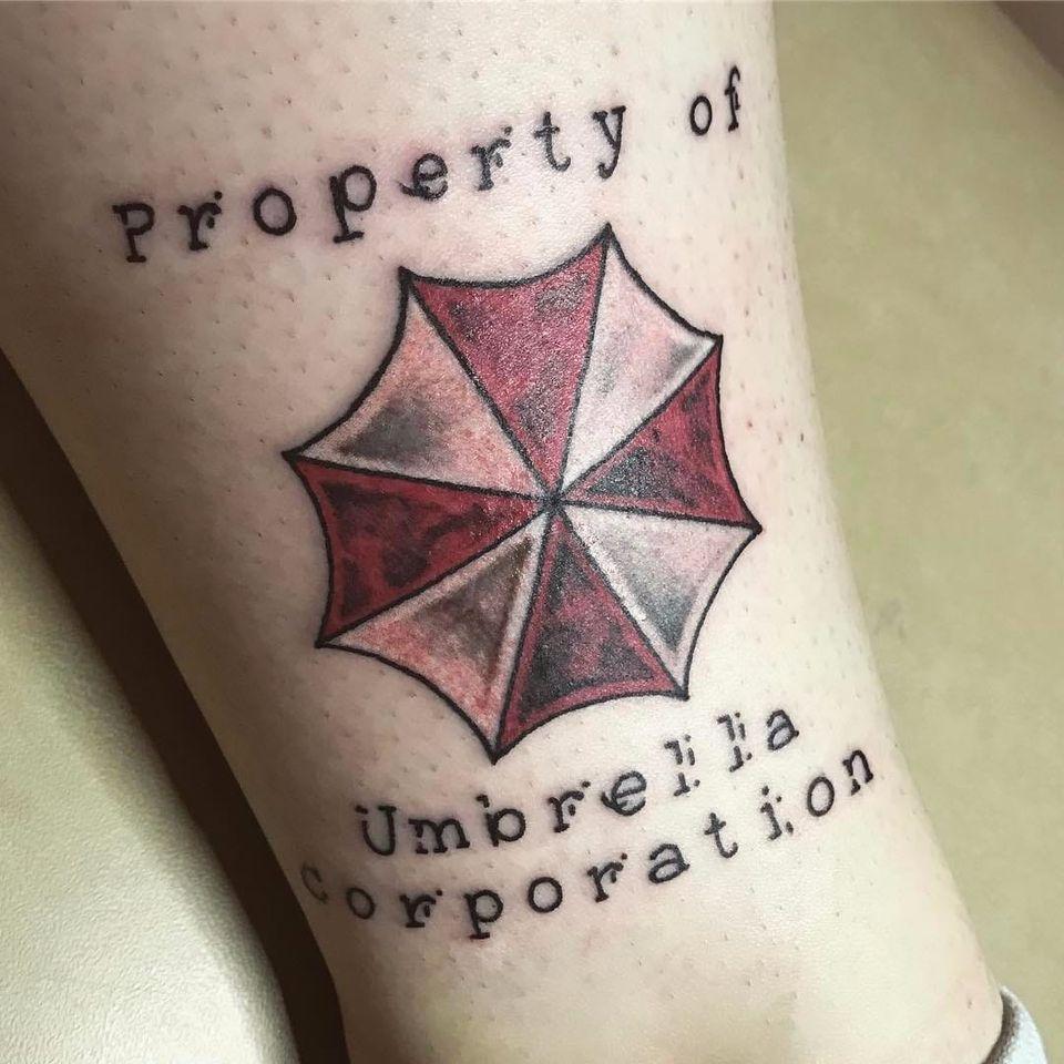Sabe quem fez essa tattoo? Conte para a gente! #ResidentEvil #residenteviltattoo #biohazard #capcom #gamer #game #jogos #nerd #geek #movie #filme #survivor #horror #terror #umbrellacorp #umbrellacorporation #umbrellacorporationtattoo