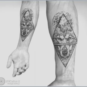 Wolf tattoo by Mindaugas Bumblys #MindaugasBumblys #geometric #nature #blackwork #wolf #moon