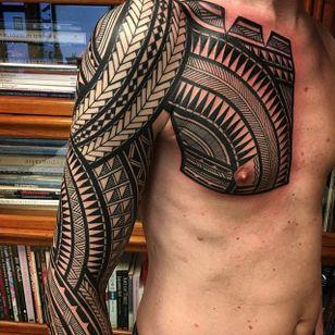 The chest portion of this tribal piece by Jeroen Franken (IG—jeroenfranken) is so intense. #blackwork #geometric #JeroenFranken #Polynesian #traditional #tribal