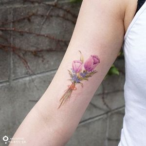 Watercolor tulip flowers by Silo #Silo #watercolor #tulip #flower #bouquet #color #tattoooftheday