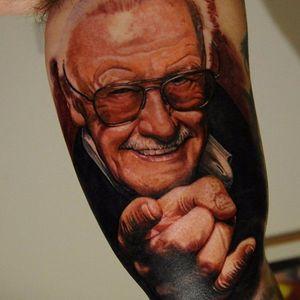 Stan Lee Tattoo by Carlos Rojas #stanlee #stanleetattoo #stanleetattoos #marvel #marveltattoo #marveltattoos #comictattoo #marvelcomics #portrait #portraitrealism #CarlosRojas