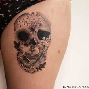 Optical illusion skull tattoo by Emma Bundonis #EmmaBundonis #blackandgrey #realistic #opticalillusion #skull